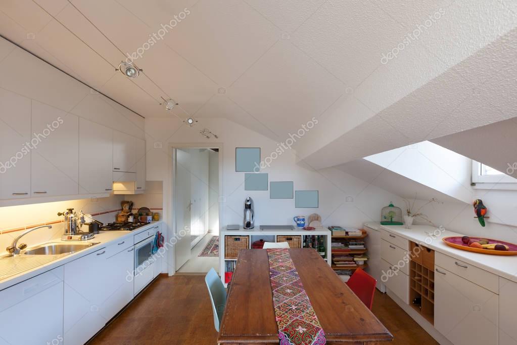 Keuken oude houten eettafel u2014 stockfoto © zveiger #130042294