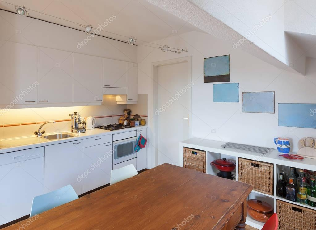 Keuken oude houten eettafel u2014 stockfoto © zveiger #130043454