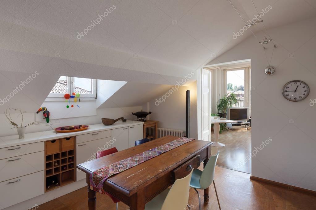 Oude houten eettafel van een keuken u2014 stockfoto © zveiger #130043718