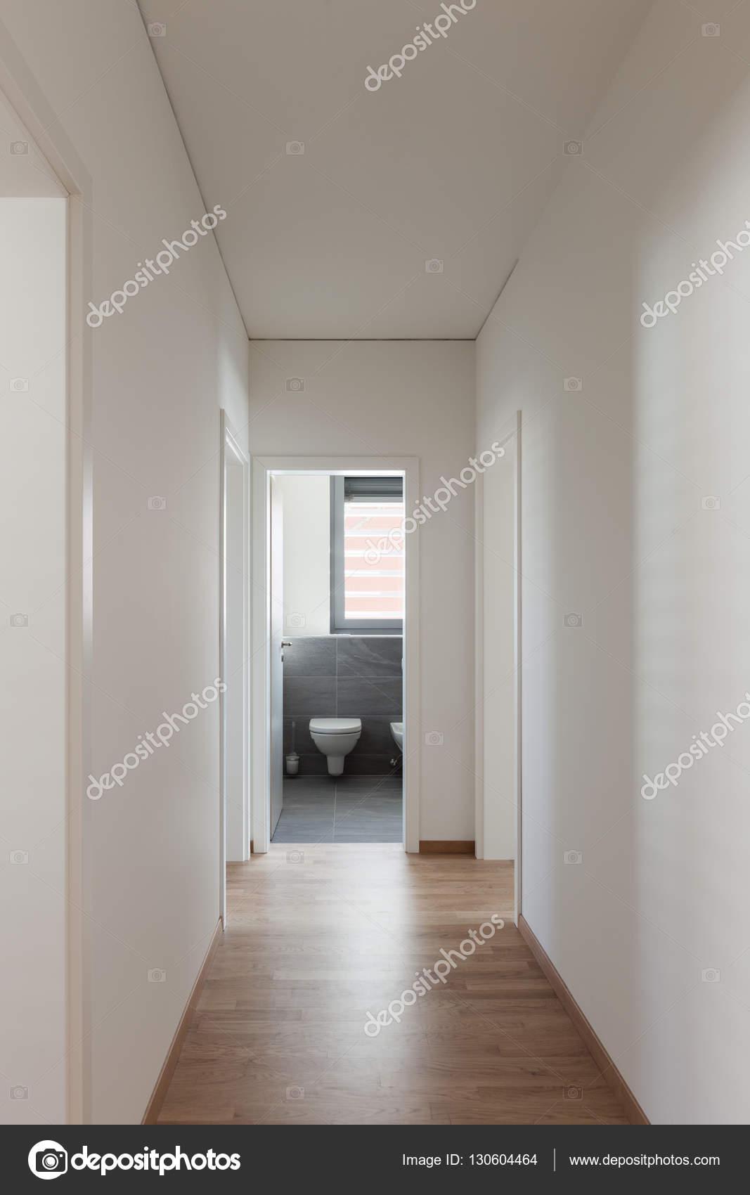 https://st3.depositphotos.com/2018053/13060/i/1600/depositphotos_130604464-stockafbeelding-interieur-hal-modern-huis.jpg