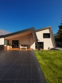 Fotografie Moderne Villa, Außenbereich mit Liegewiese, niemand