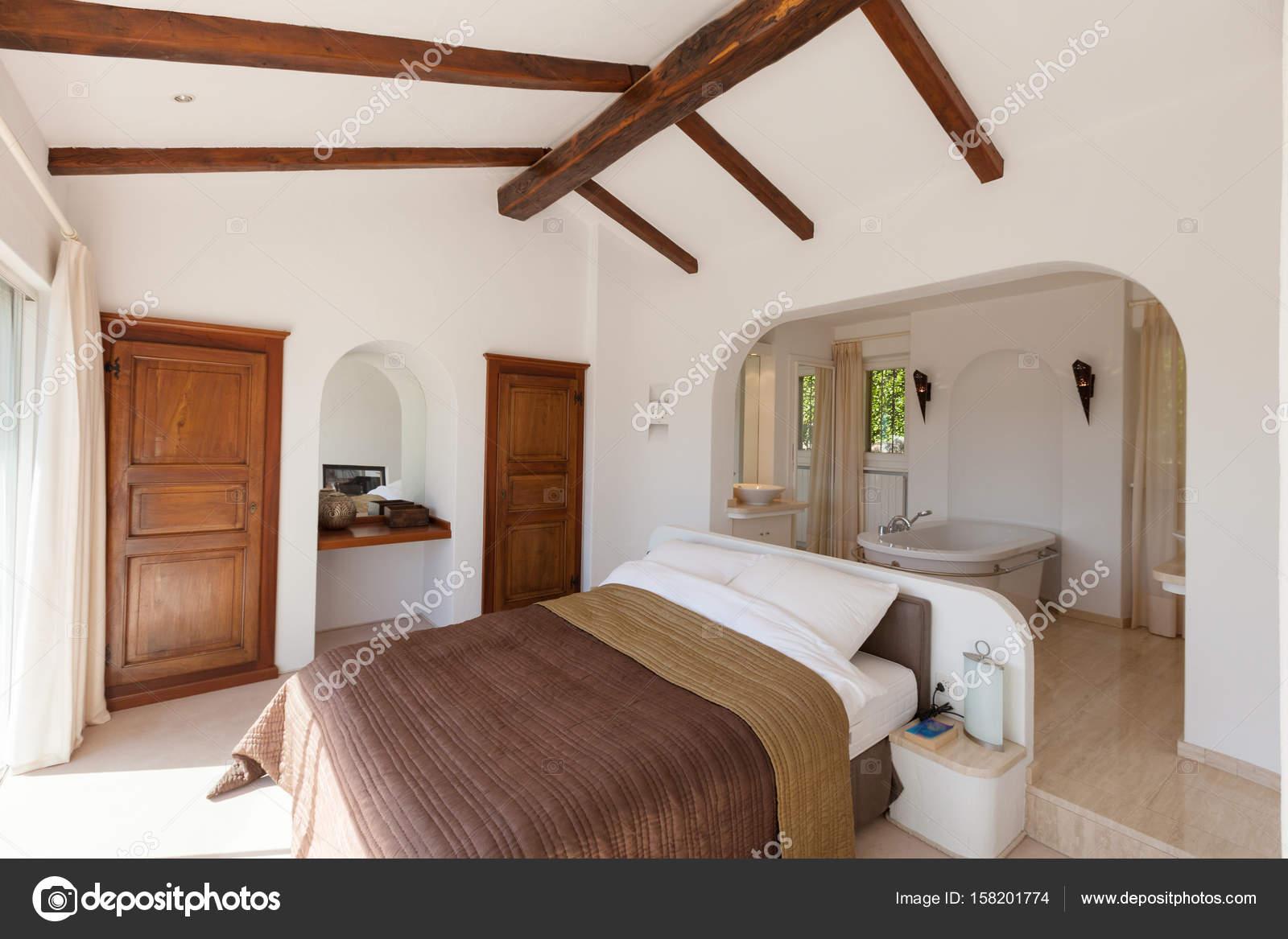 Vasca Da Bagno In Camera Da Letto : Design romantico con vasca nella camera da letto