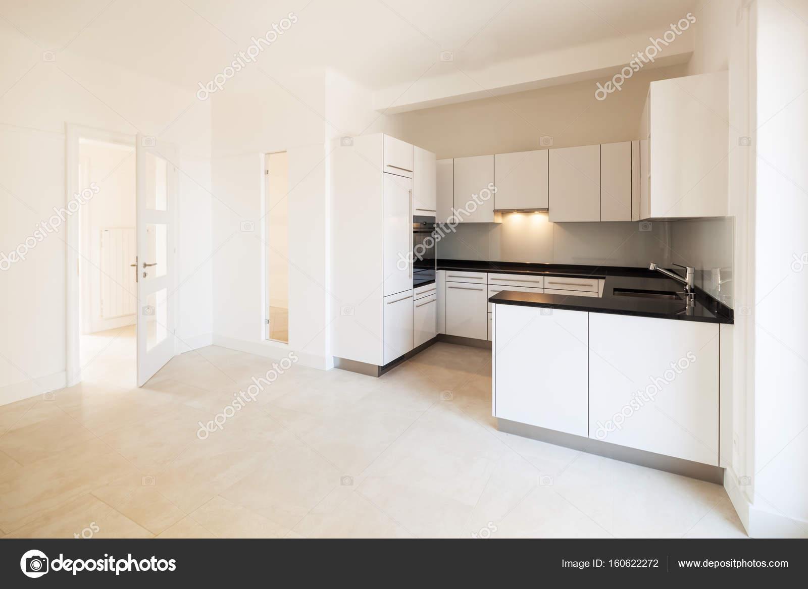 Innere Leere Küche — Stockfoto © Zveiger #160622272