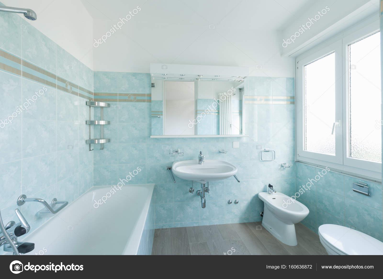 Salle de bain Vintage bleu — Photographie Zveiger © #160636872