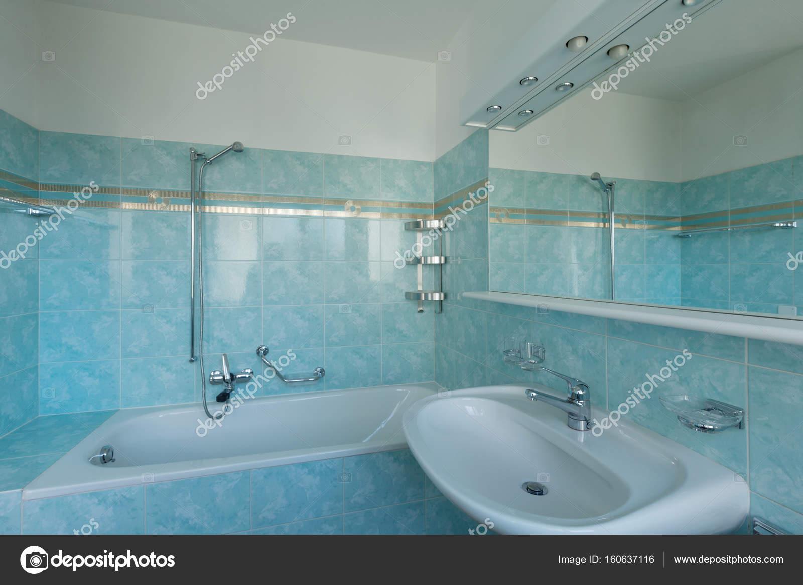 Salle de bain Vintage bleu — Photographie Zveiger © #160637116