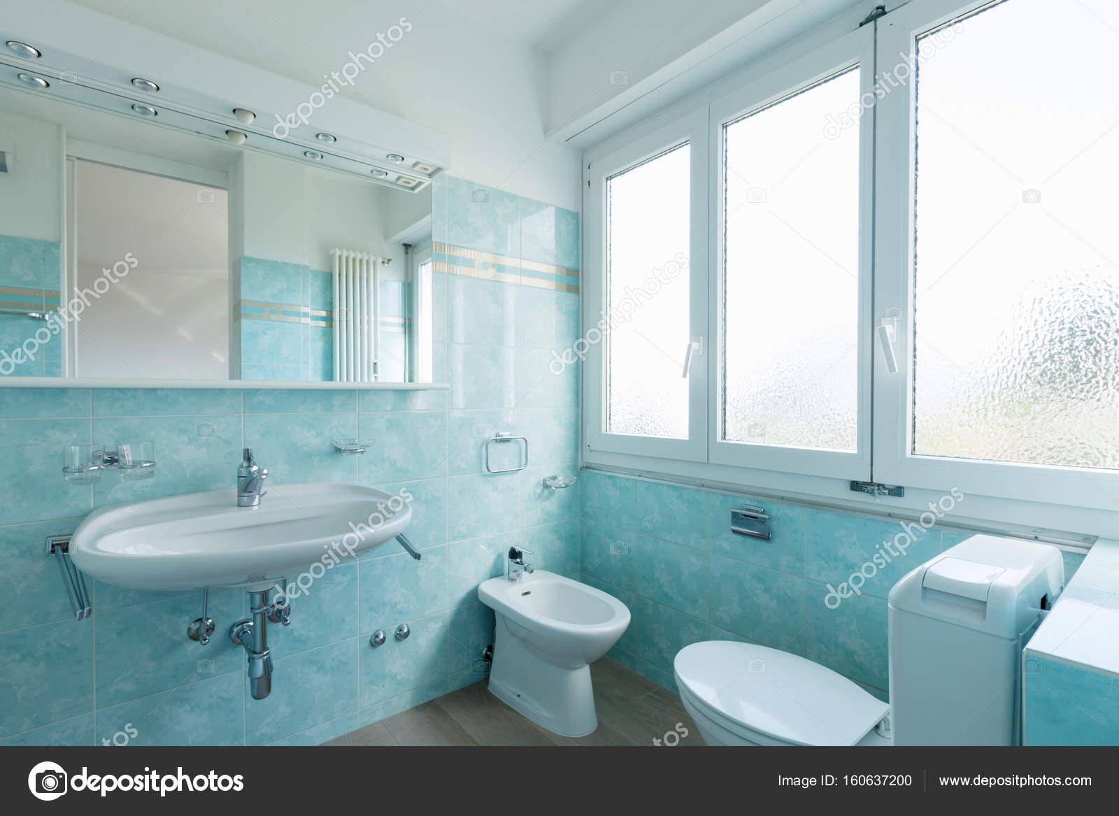 Salle de bain Vintage bleu — Photographie Zveiger © #160637200