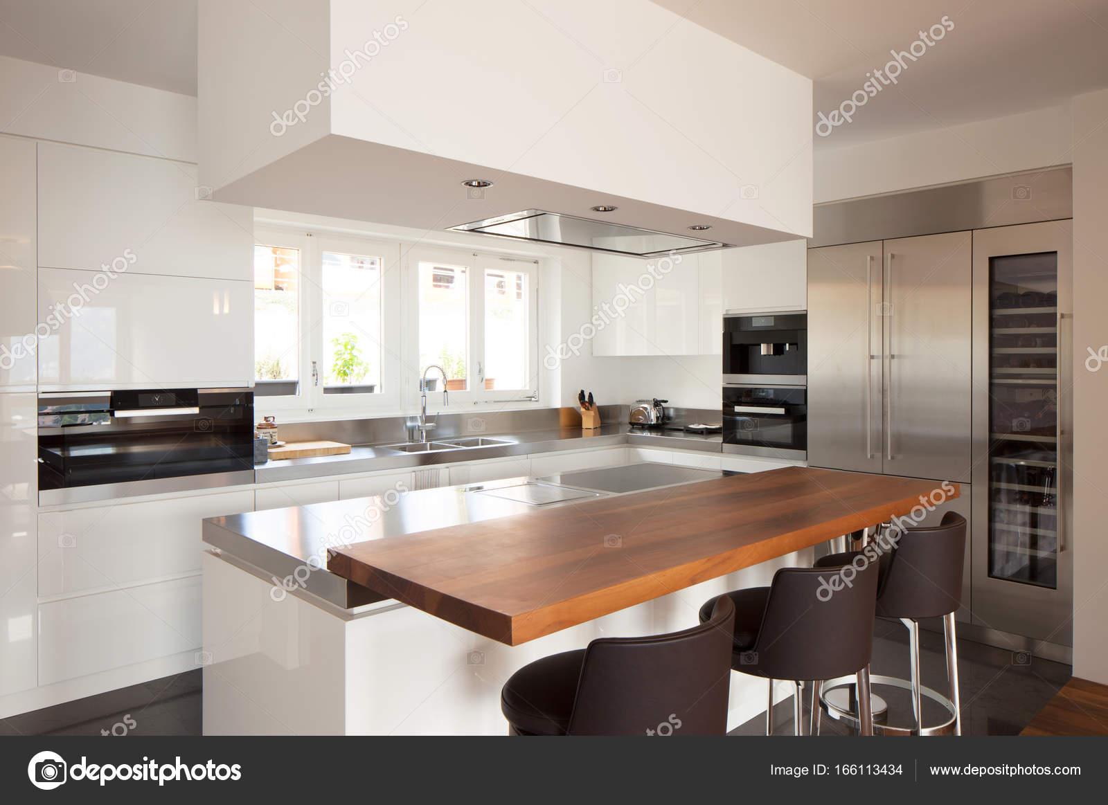 Cozinha Moderna Em Apartamento De Luxo Fotografias De Stock