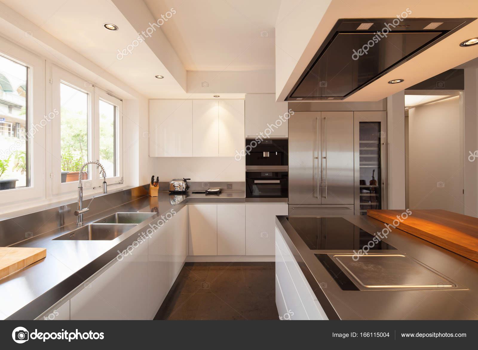 Closeup Moderne Küche In Luxus Flach. Niemand Im Inneren U2014 Foto Von Zveiger