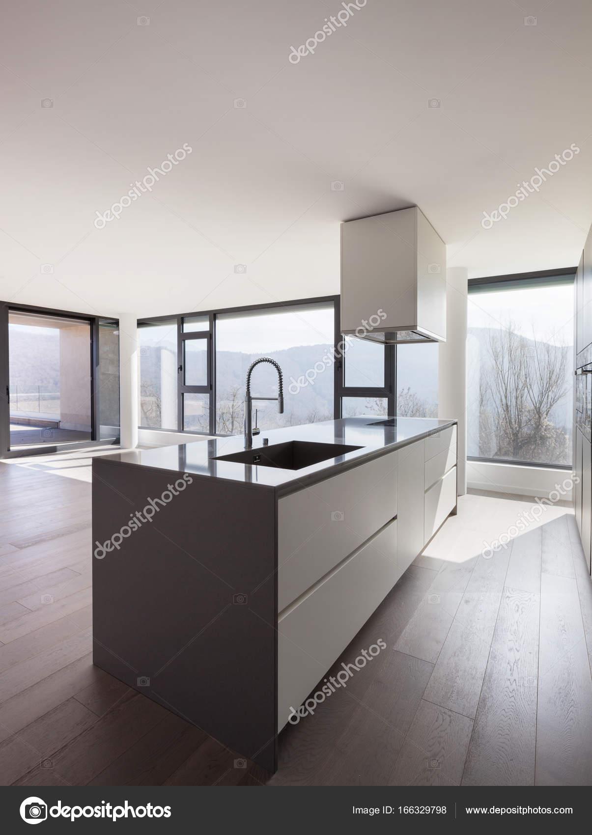 Cozinha Da Ilha Em Uma Ampla Sala Stock Photo Zveiger 166329798