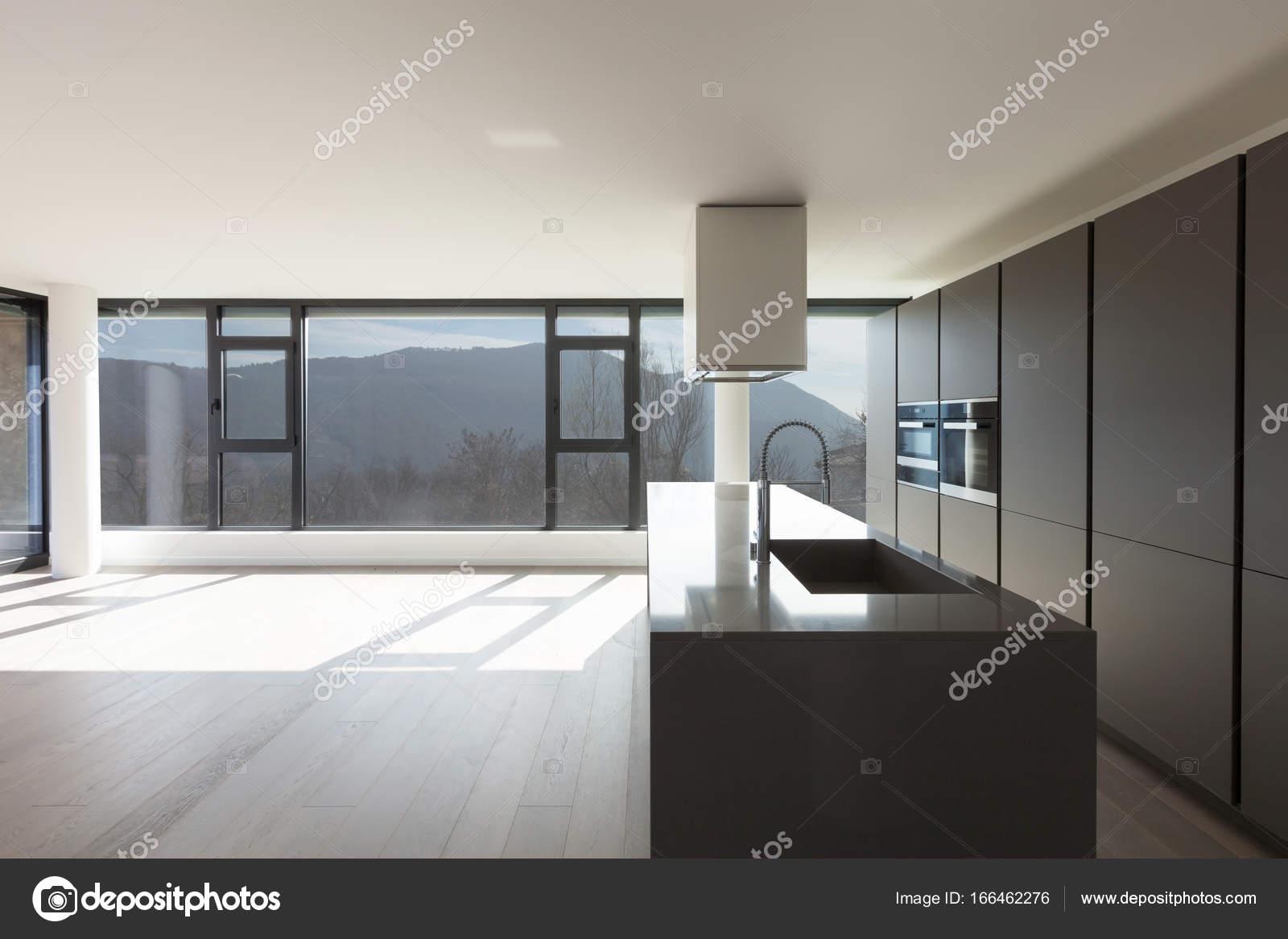 Cozinha Da Ilha Em Uma Ampla Sala Stock Photo Zveiger 166462276