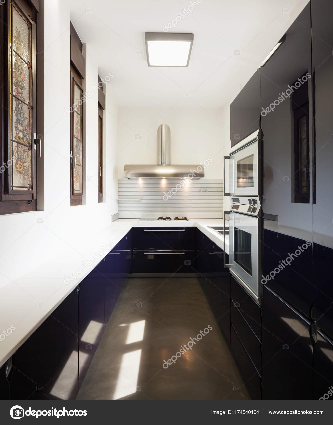 schöne moderne Küche — Stockfoto © Zveiger #174540104