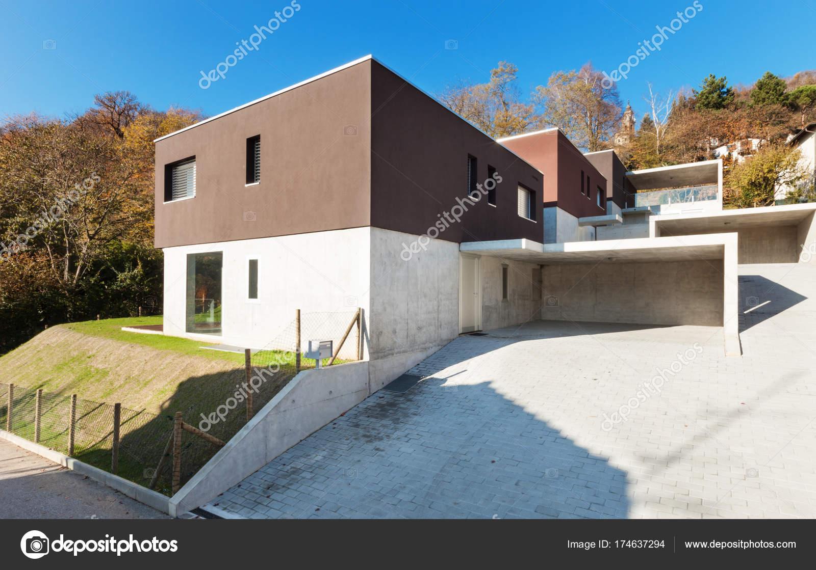 Moderne Villa, Ansicht von außen — Stockfoto © Zveiger #174637294