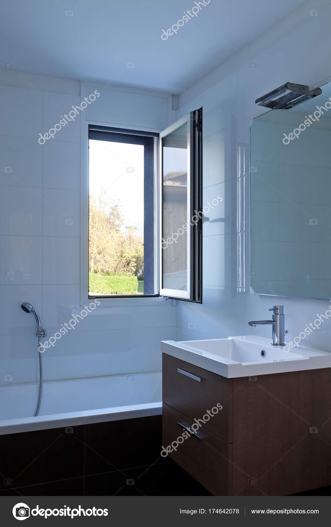 Modernes Haus Innenräume, niemand — Stockfoto © Zveiger #174642078