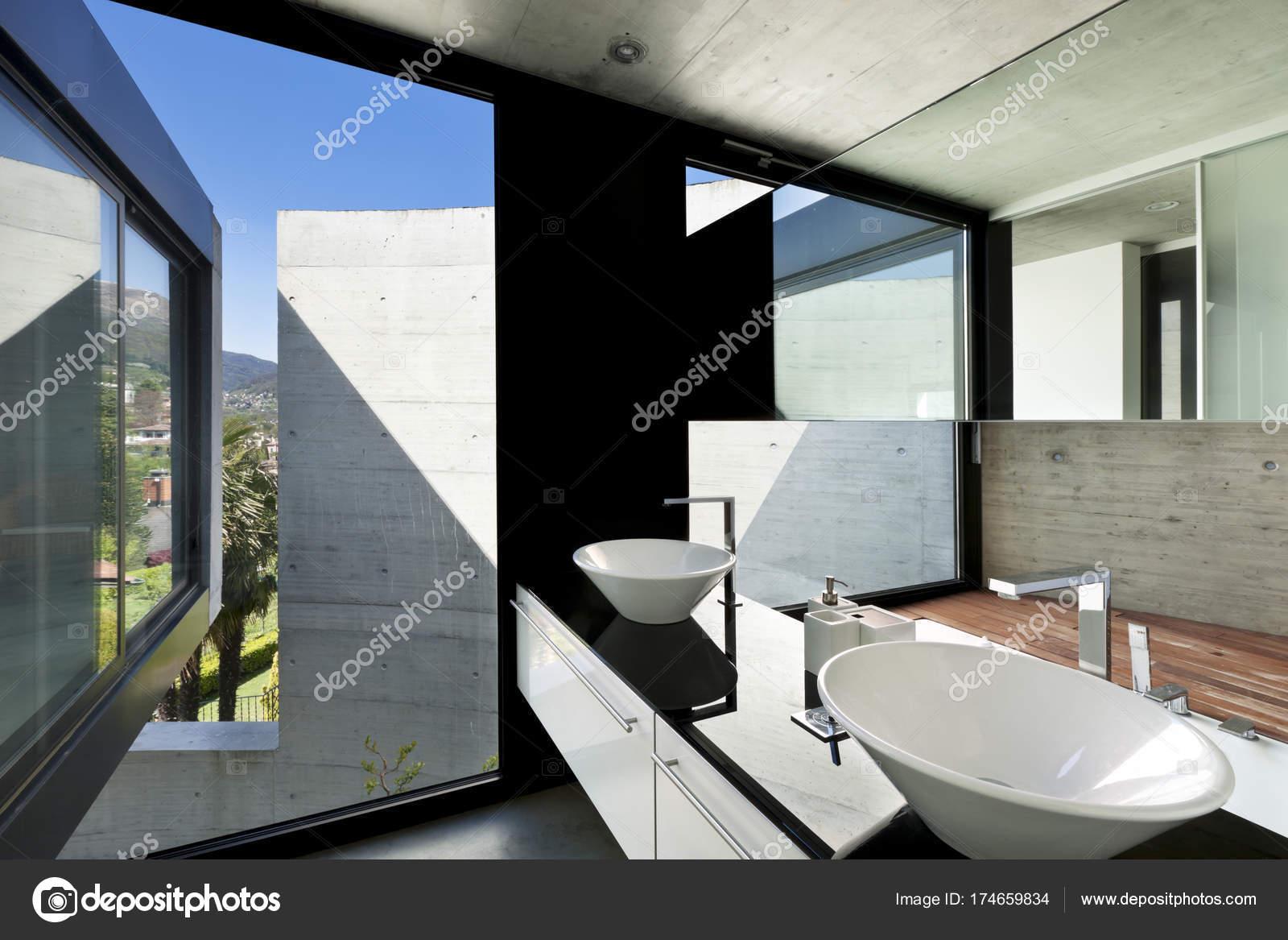 Mooie moderne huis cement interieur badkamer u2014 stockfoto © zveiger