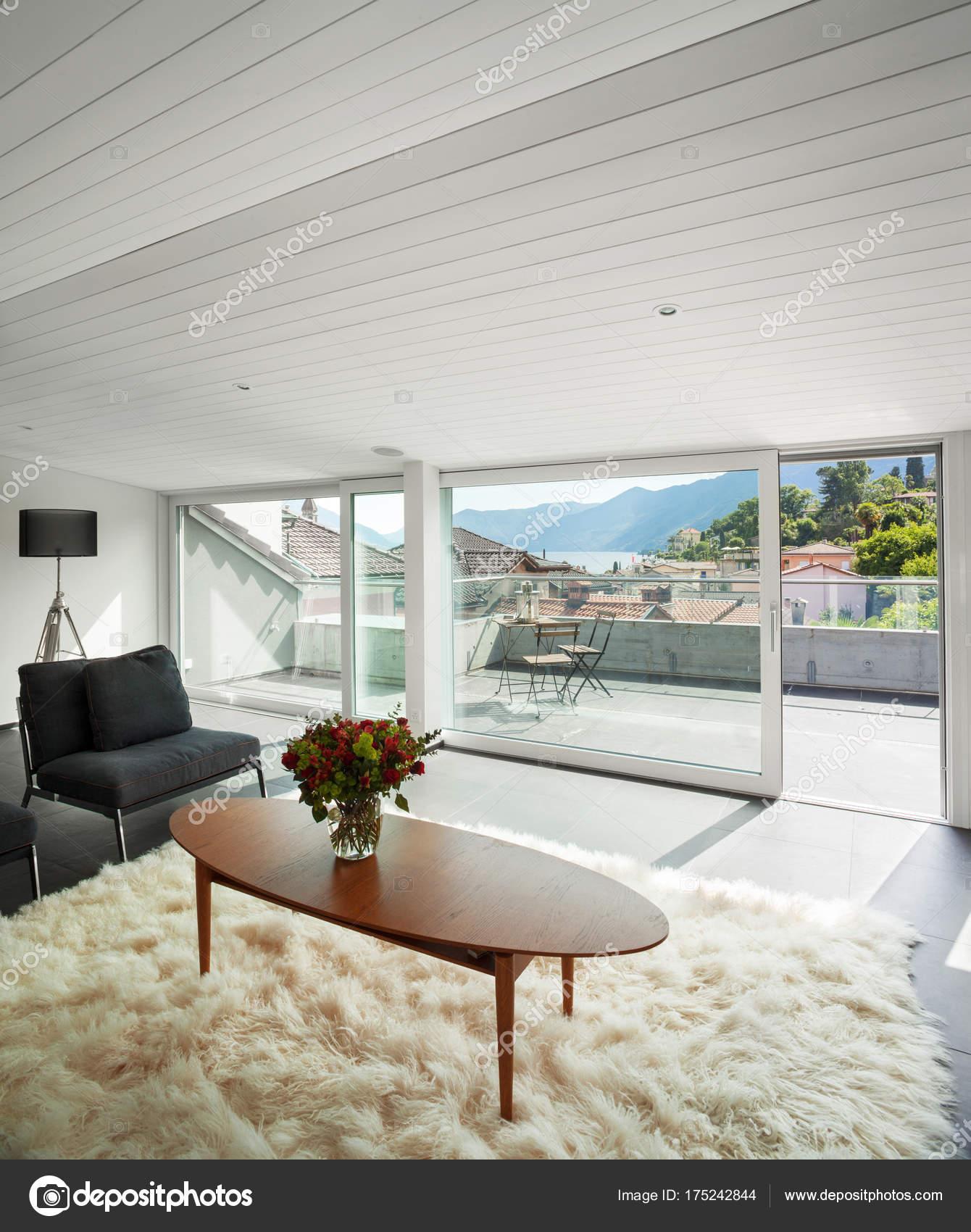 Innenarchitektur, moderne Dachgeschoss — Stockfoto © Zveiger #175242844