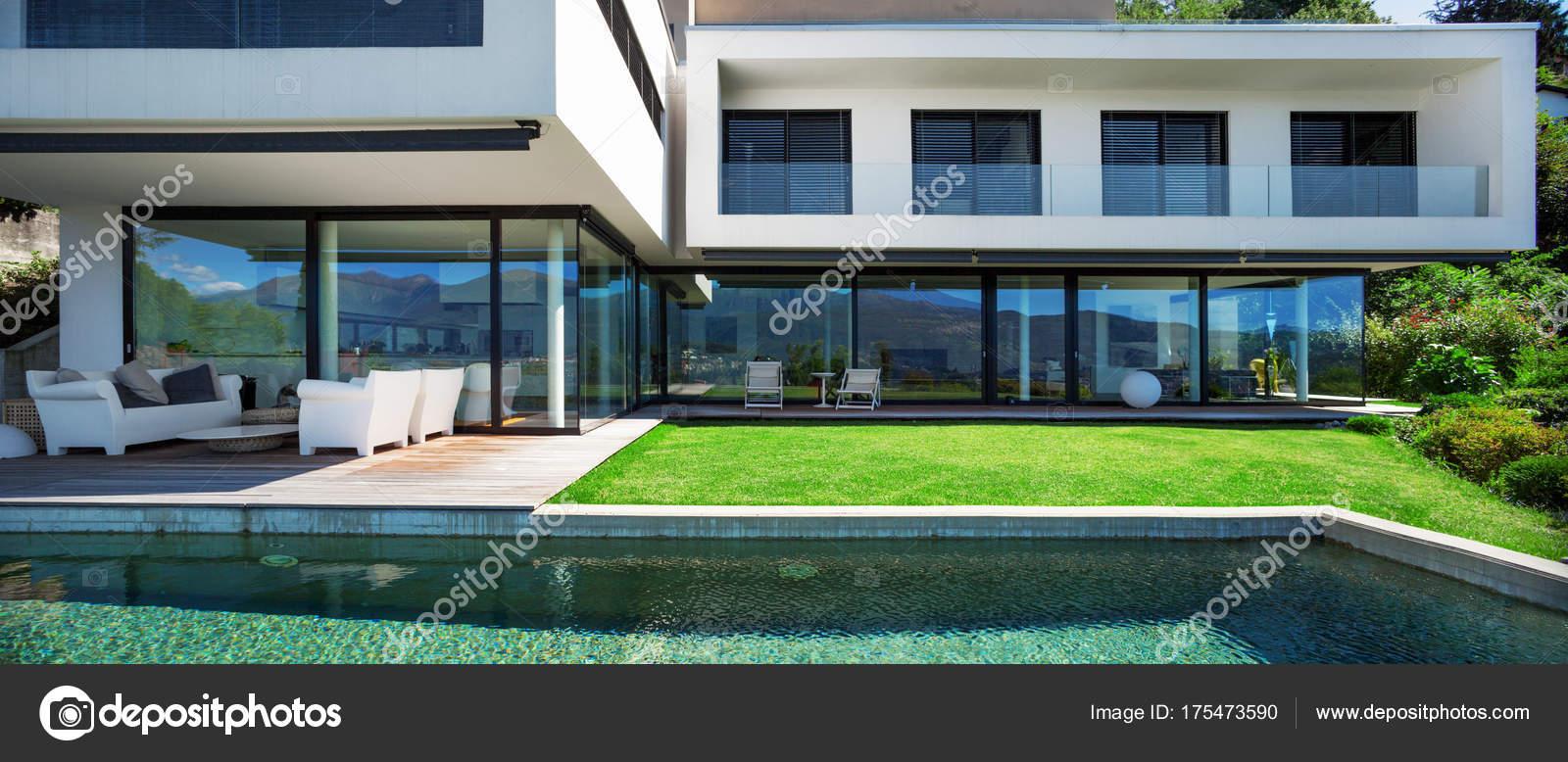 Pool Und Modernes Haus U2014 Stockfoto
