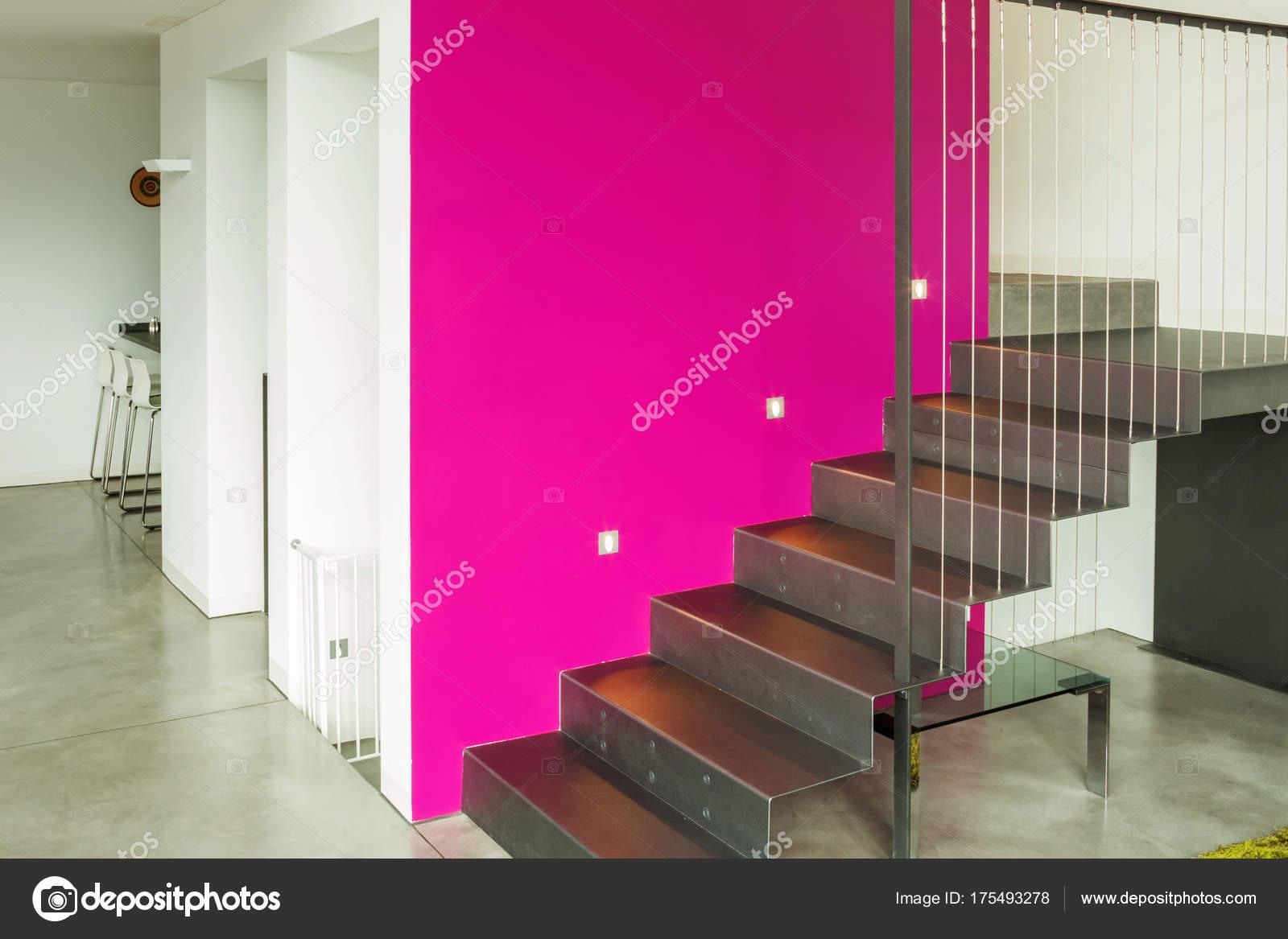 Innenraum der moderne Villa, Wohnzimmer — Stockfoto © Zveiger #175493278