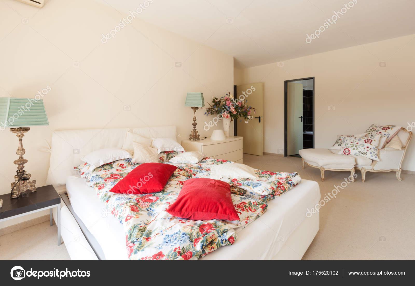 Modernes Haus innen, Schlafzimmer — Stockfoto © Zveiger #175520102