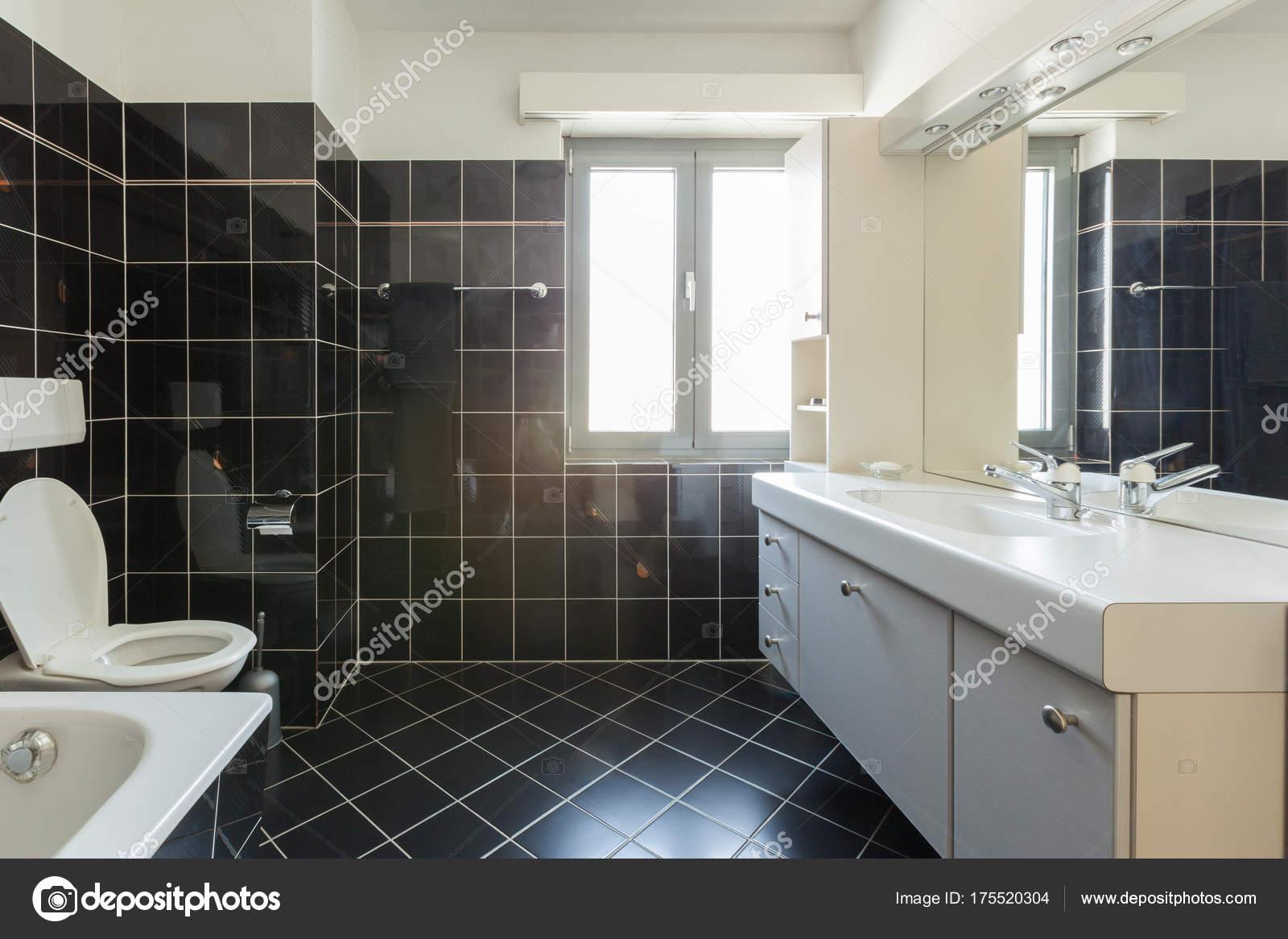 Modernes Haus innen, Bad — Stockfoto © Zveiger #175520304