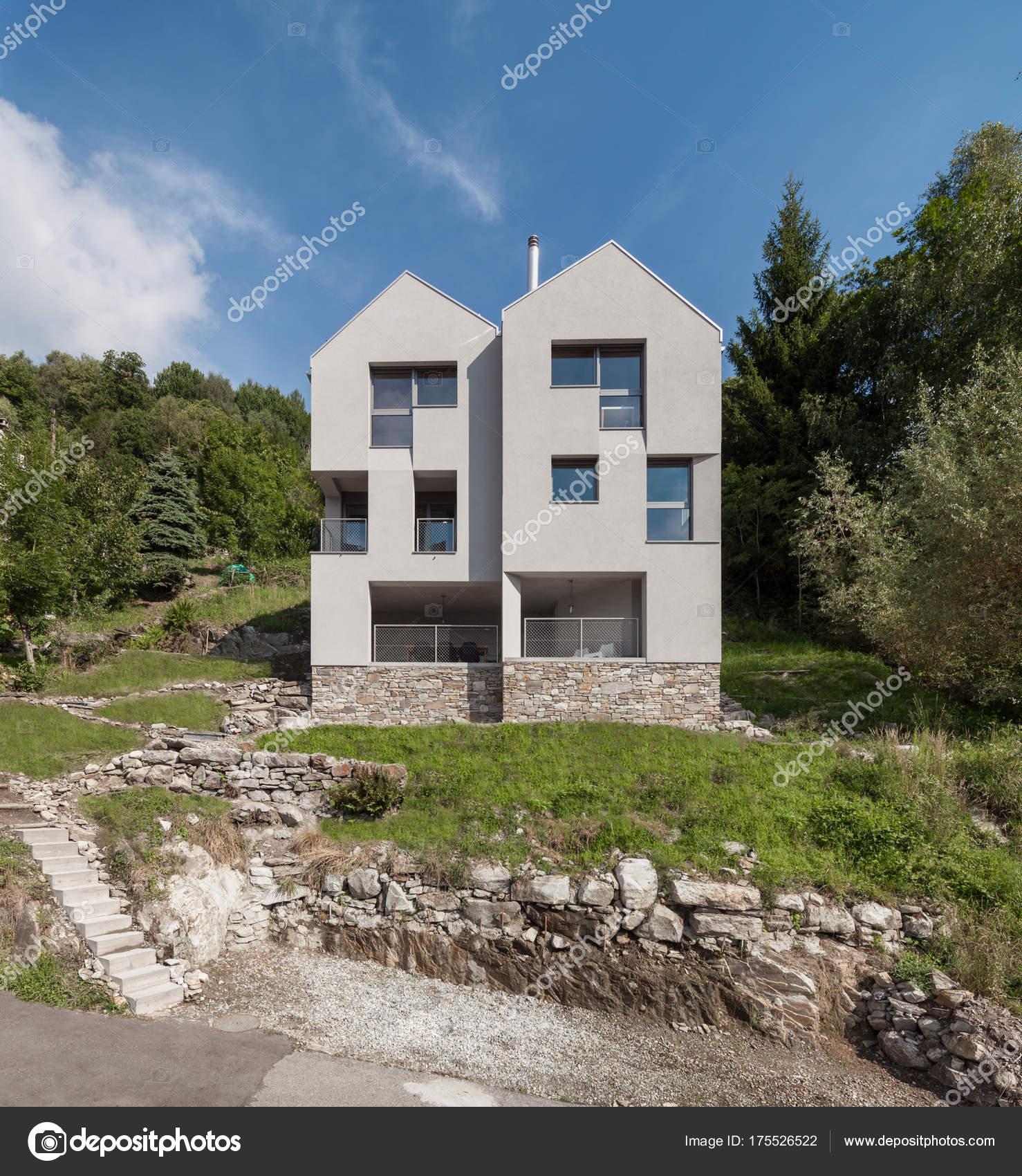 Moderne Architektur, Villa, Tageslichtszene — Stockfoto © Zveiger ...
