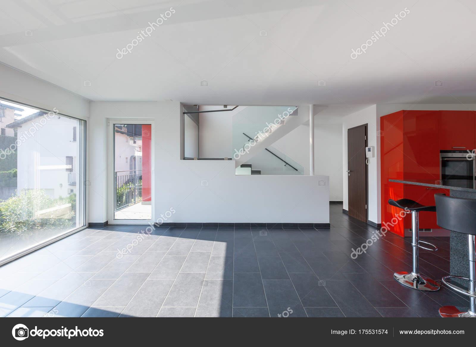 Modernes Haus innere Leere Küche, Esszimmer — Stockfoto © Zveiger ...