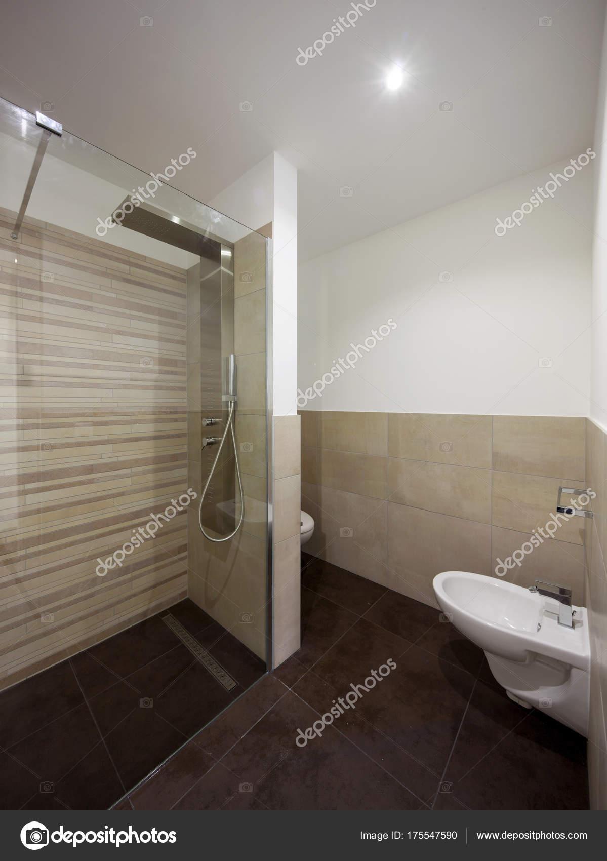 Bagni Moderni Marroni.Bagno Moderno Marrone Foto Stock C Zveiger 175547590