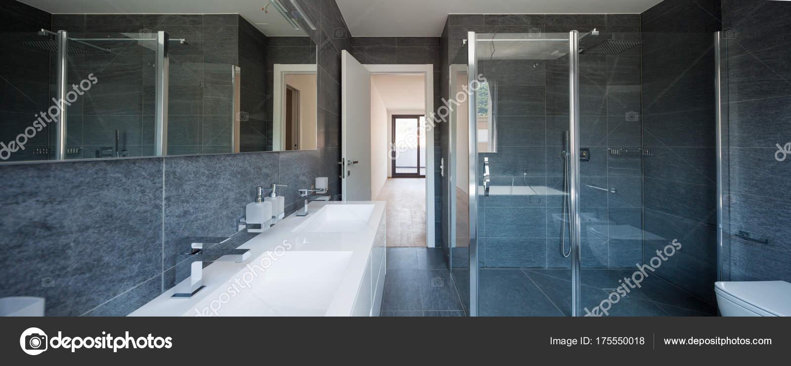 Moderne Luxus Badezimmer Stockfoto C Zveiger 175550018