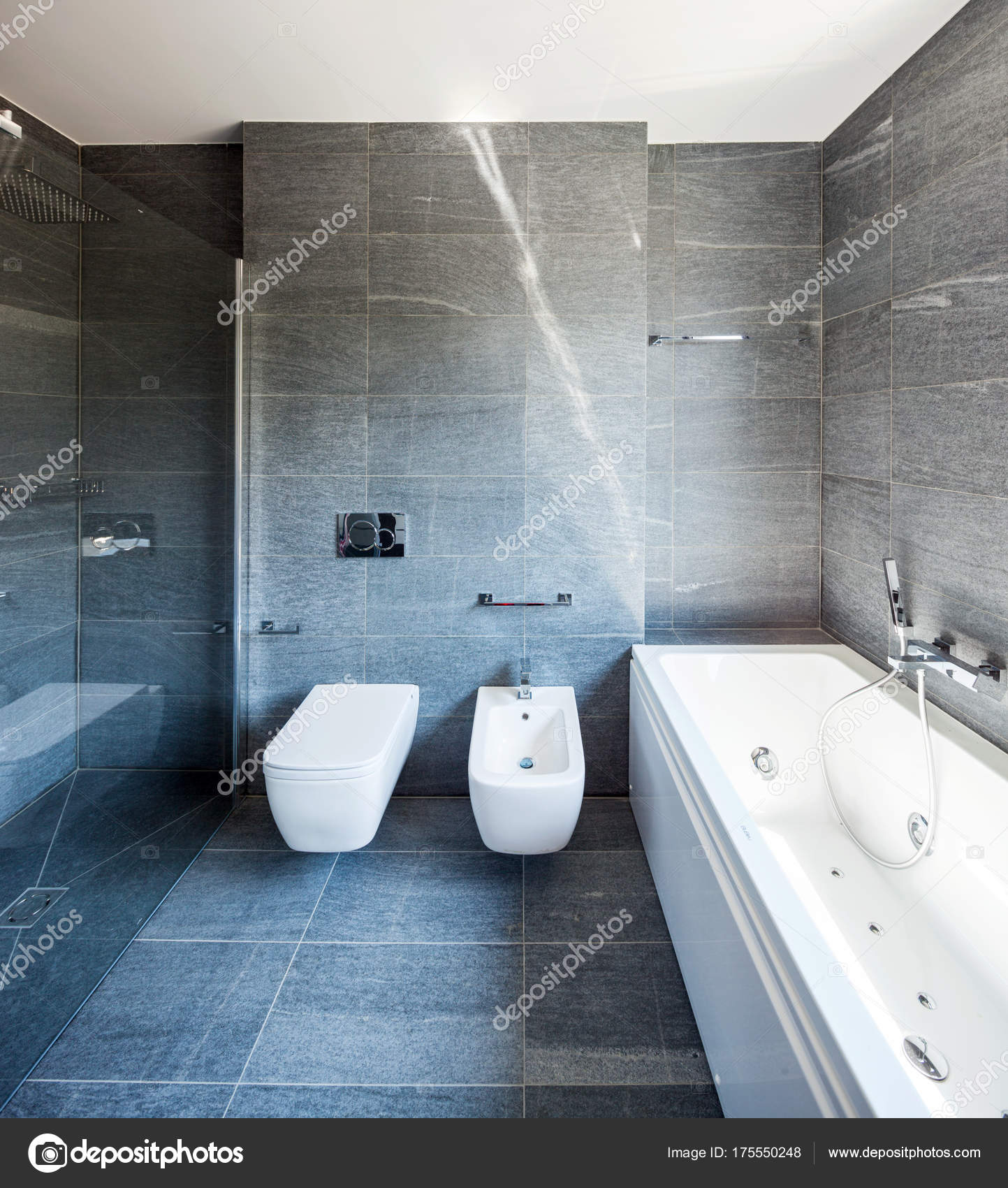 Moderne luxus-badezimmer — Stockfoto © Zveiger #175550248