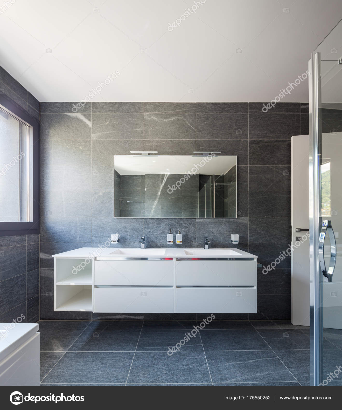 Frontal van moderne badkamer — Stockfoto © Zveiger #175550252