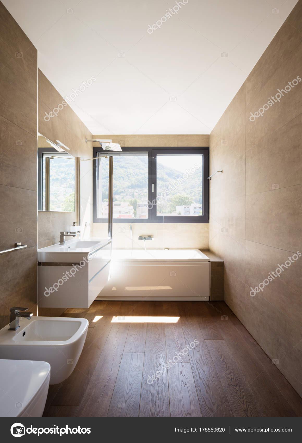 moderne luxus-badezimmer — Stockfoto © Zveiger #175550620