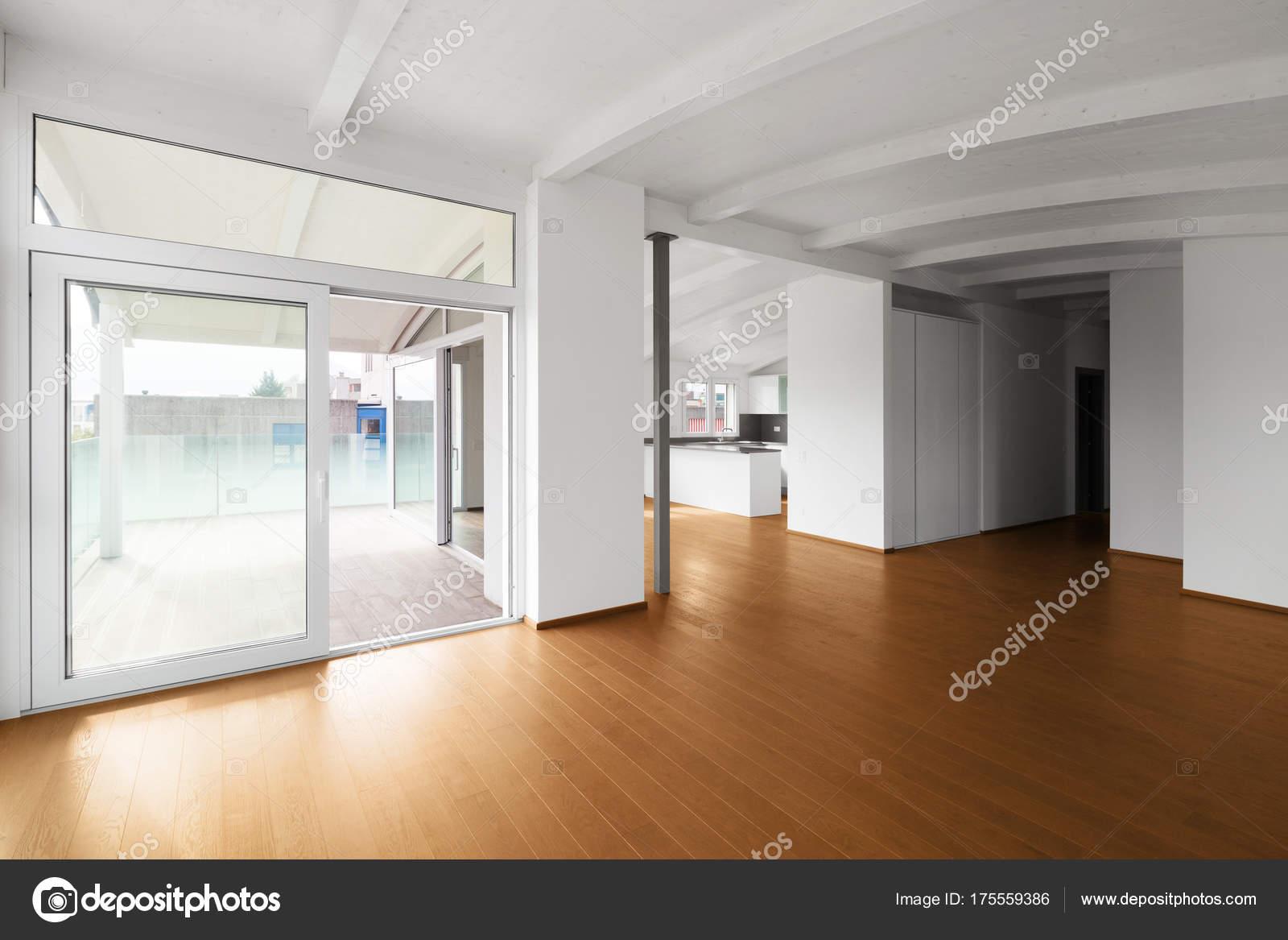 Woonkamer Op Zolder : Moderne zolder lege woonkamer u stockfoto zveiger