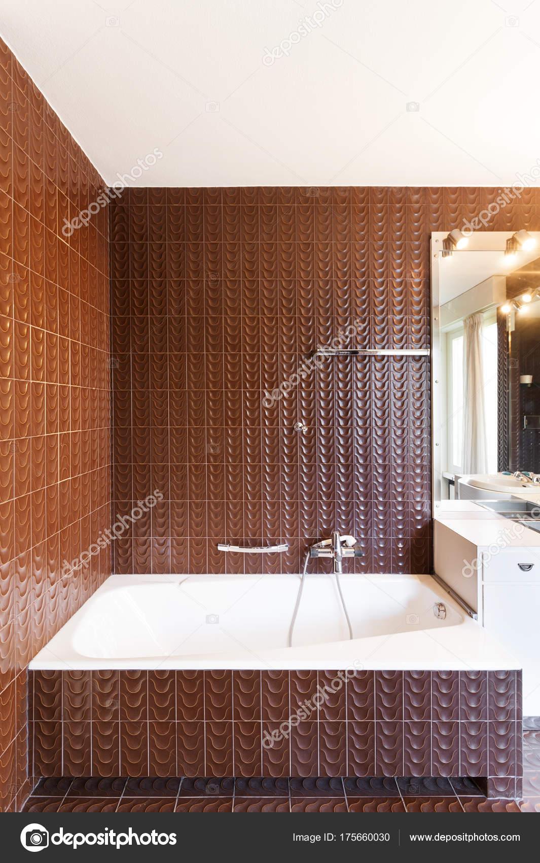 Interieur Appartement Badkamer Muur Tegels Bruin — Stockfoto ...