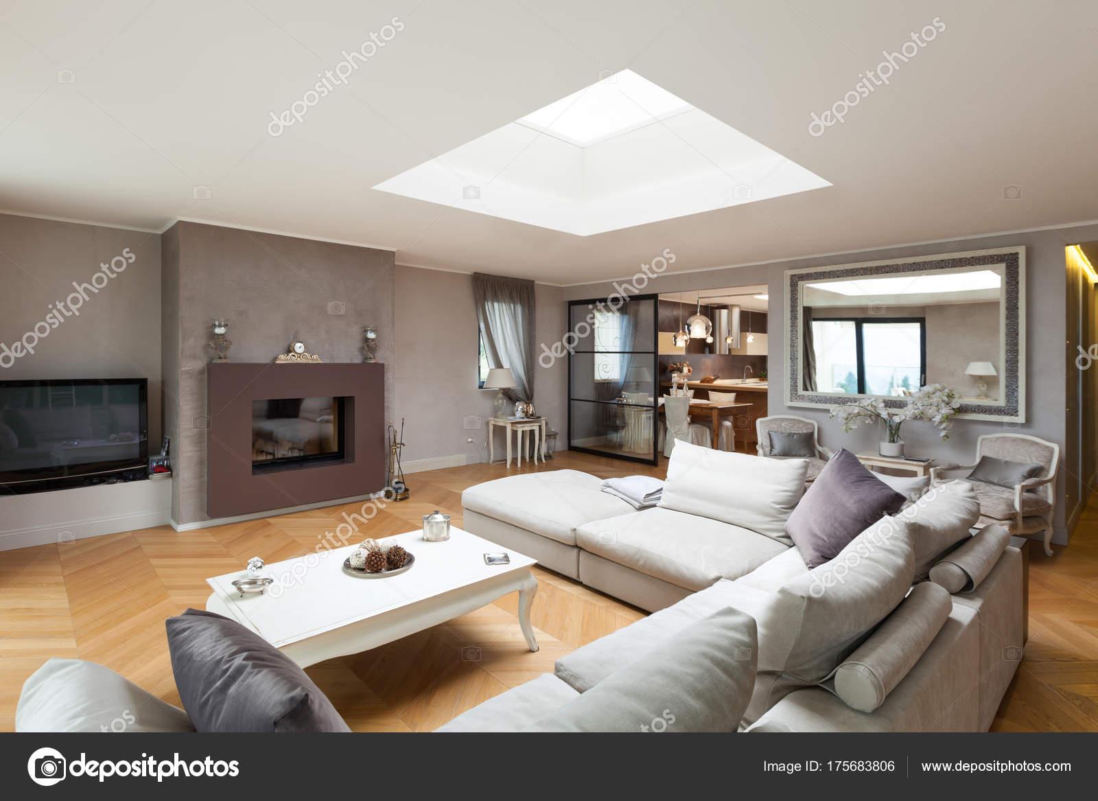 Bellissimo appartamento arredato foto stock zveiger for Foto di appartamenti arredati