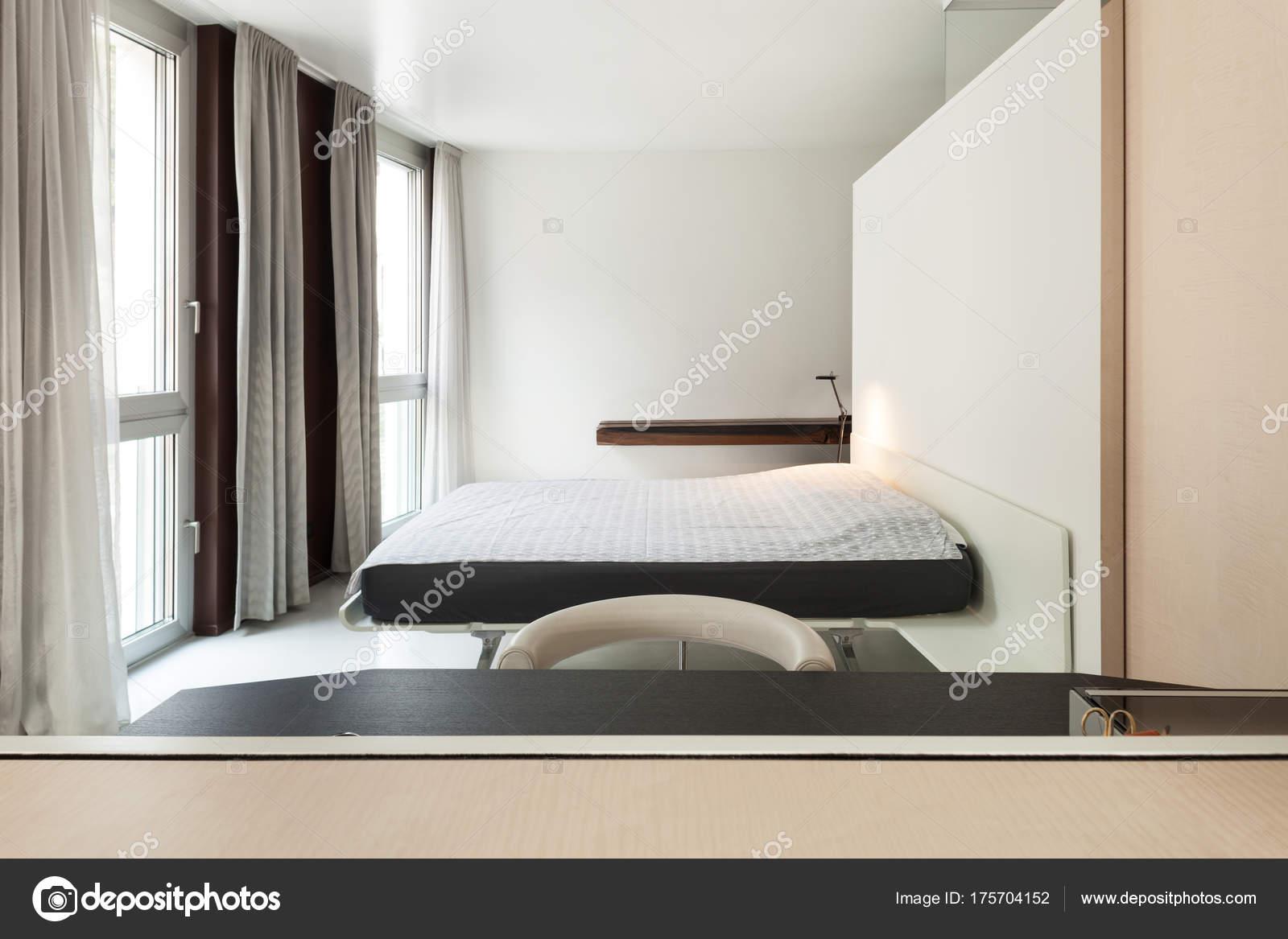 Luxus-Wohnung, moderne Schlafzimmer — Stockfoto © Zveiger #175704152