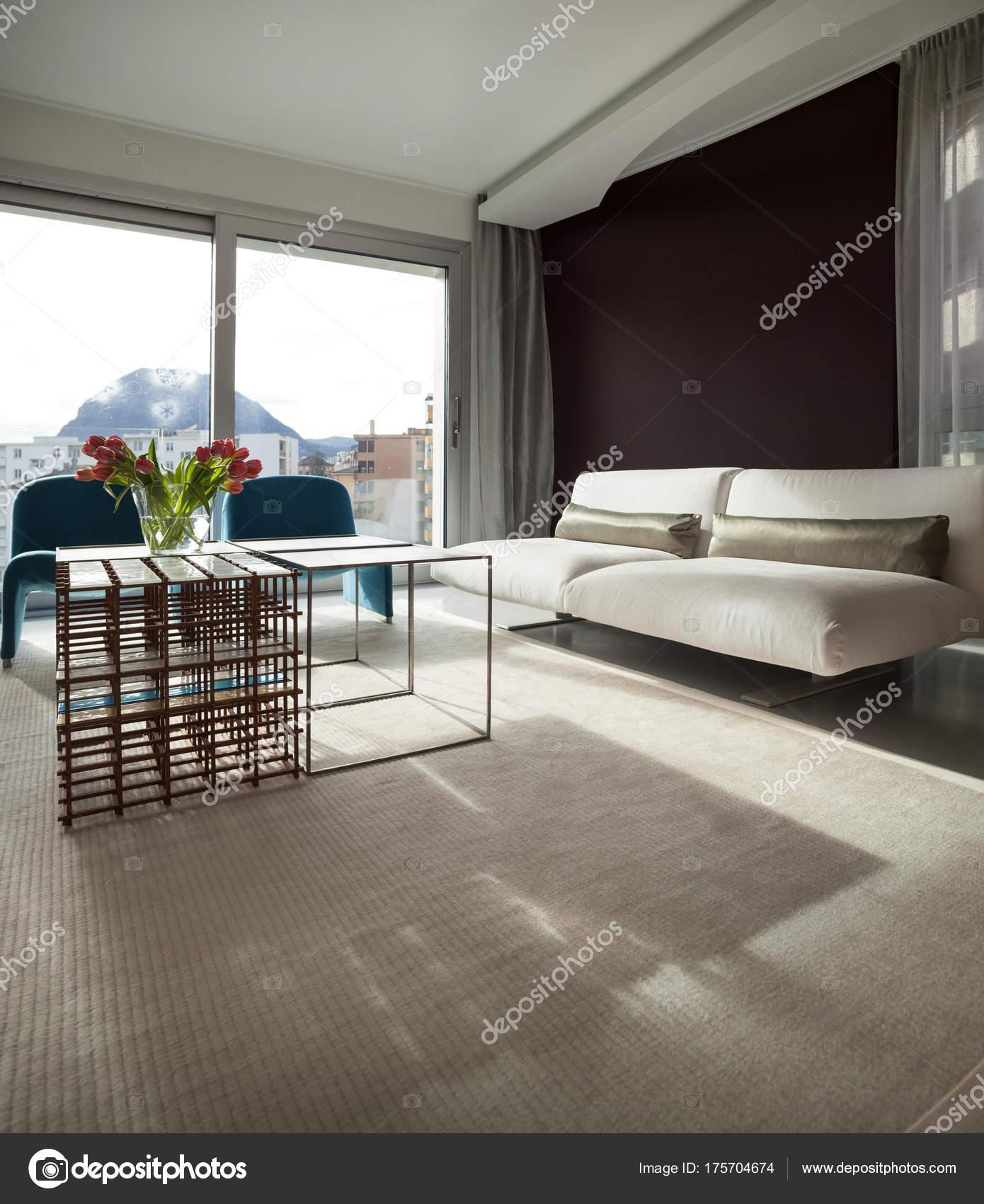 Appartamento di lusso, confortevole soggiorno — Foto Stock © Zveiger ...