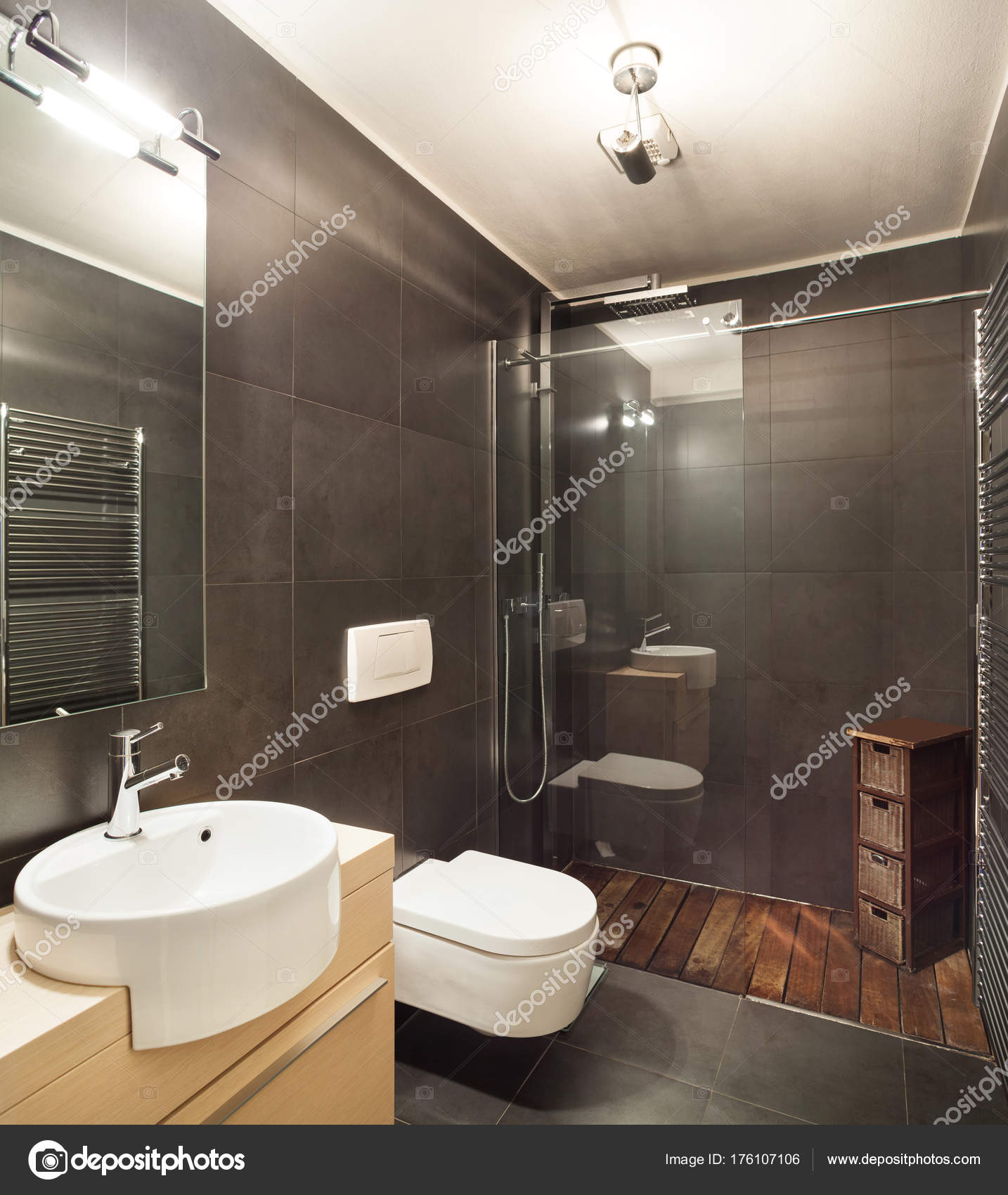 Casa moderna bagno buio foto stock zveiger 176107106 for Casa moderna immagini