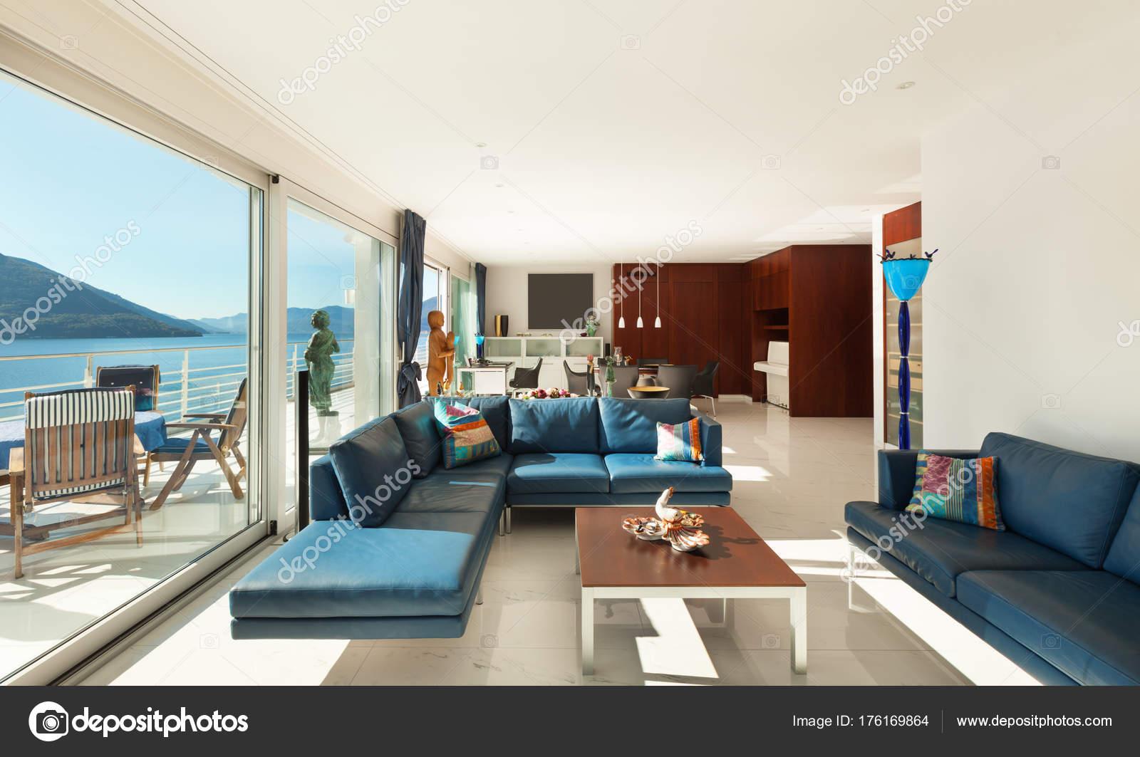Interieur, moderne Wohnung — Stockfoto © Zveiger #176169864