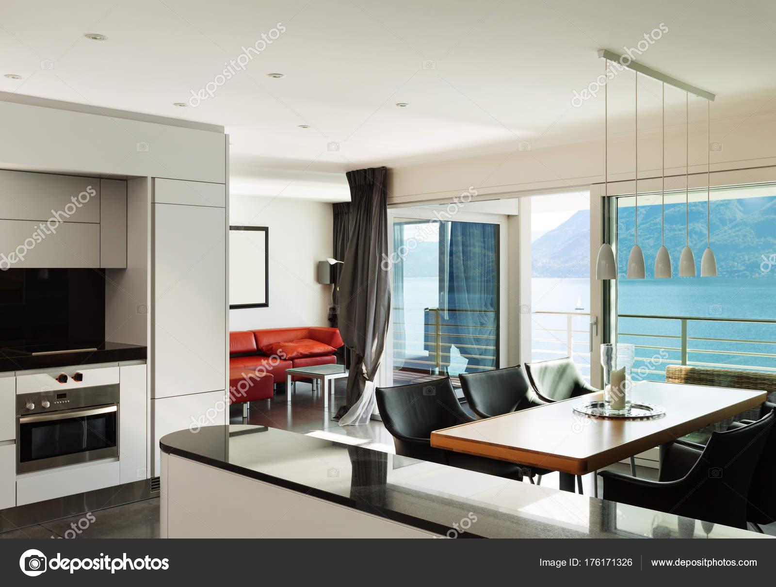 Interieur, schöne moderne Wohnung — Stockfoto © Zveiger #176171326