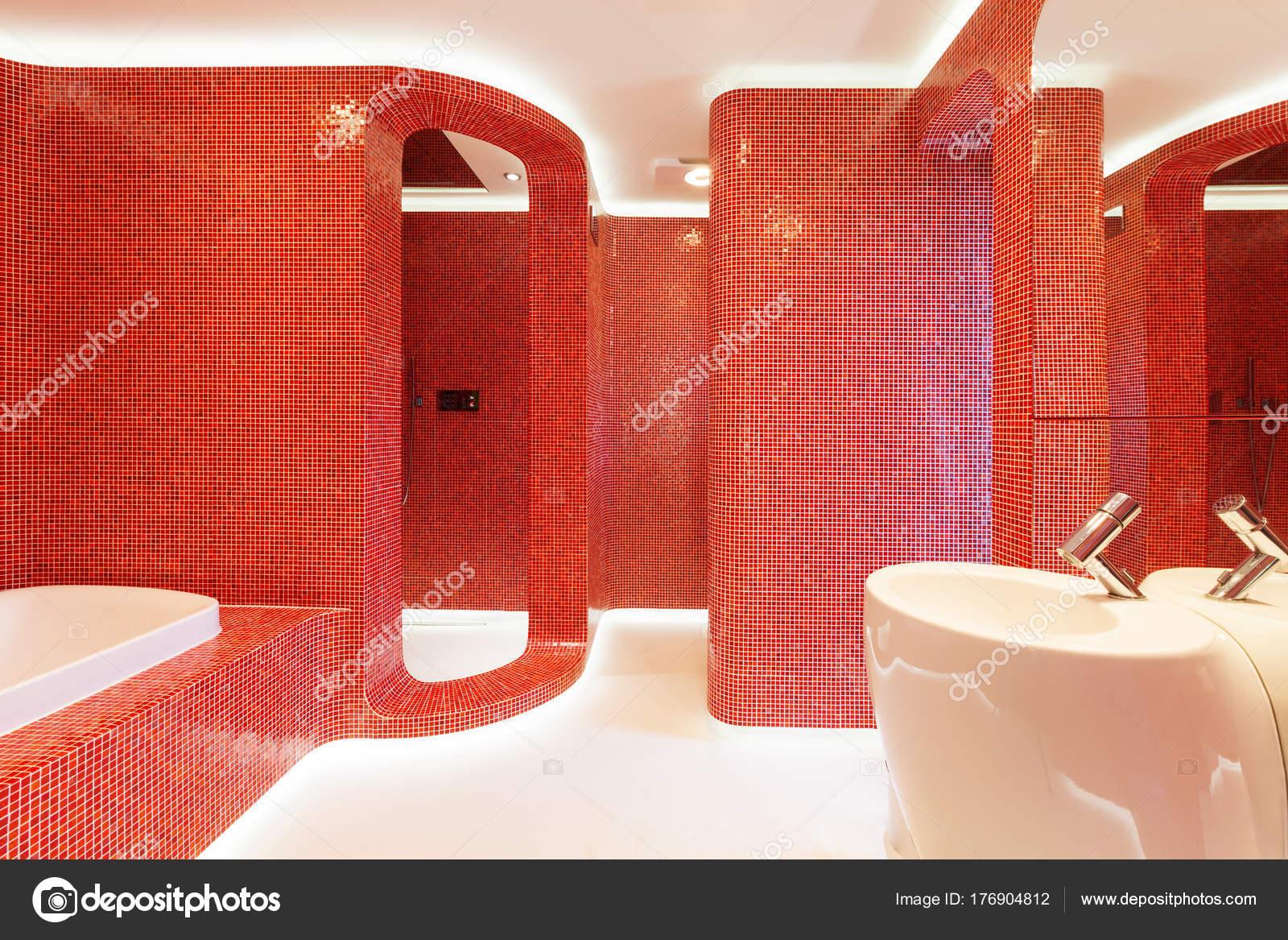 rot Badezimmer — Stockfoto © Zveiger #176904812