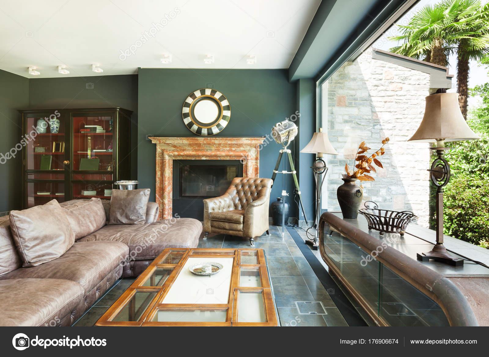schönes Wohnzimmer — Stockfoto © Zveiger #176906674