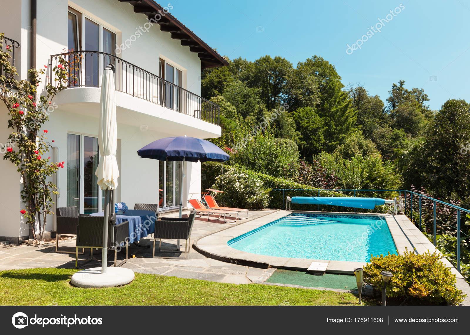 Huis terras met zwembad u2014 stockfoto © zveiger #176911608