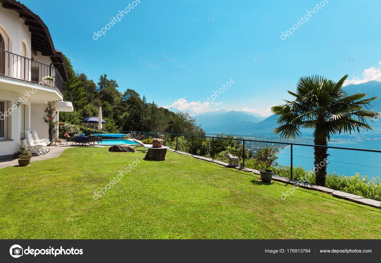 Uberlegen Schöne Terrasse Mit Swimming Pool In Einem Haus, Garten U2014 Foto Von Zveiger