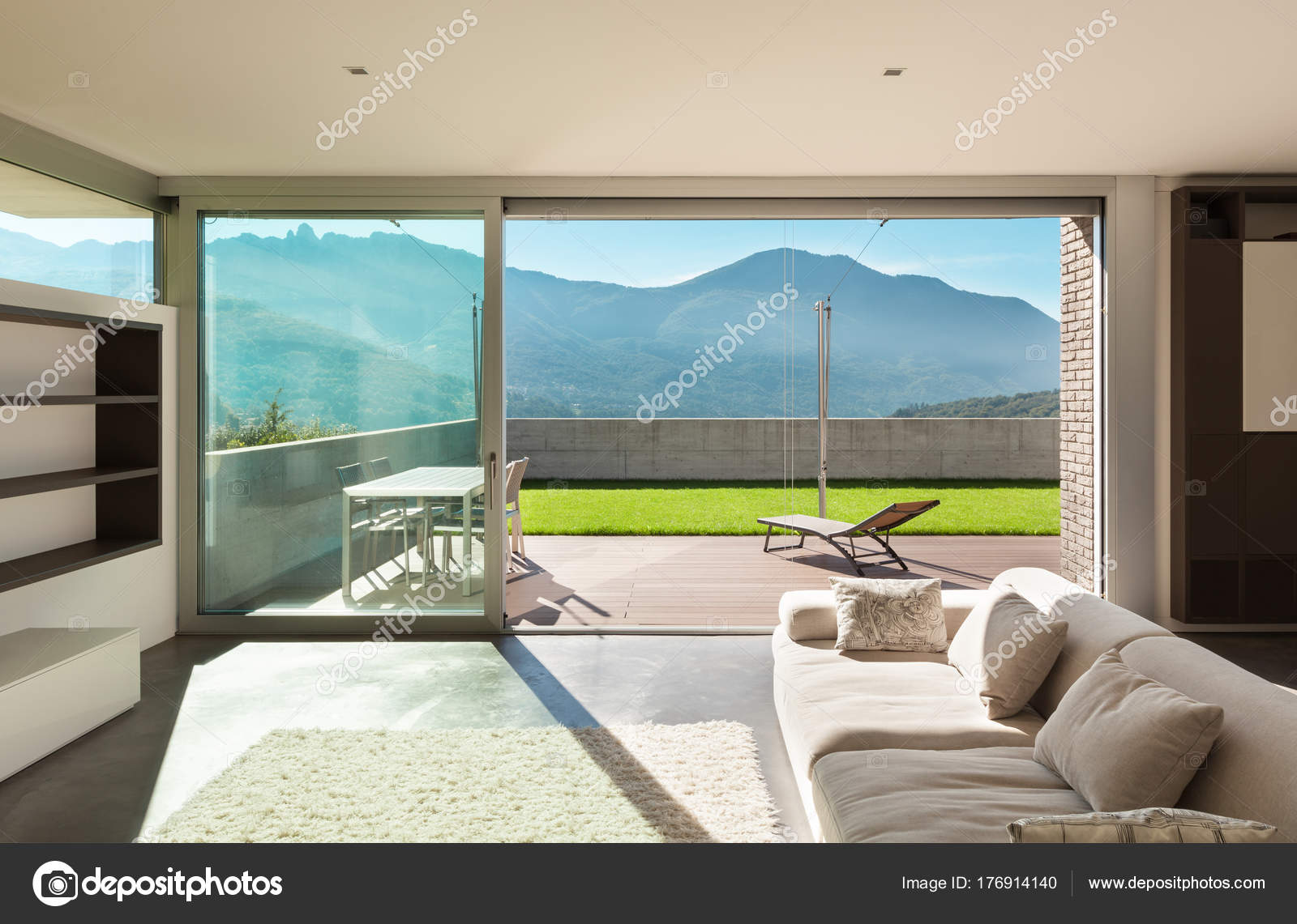 Interni casa moderna soggiorno foto stock zveiger for Design casa moderna