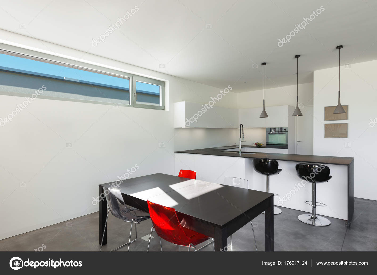 interior de la casa moderna, cocina — Foto de stock © Zveiger #176917124