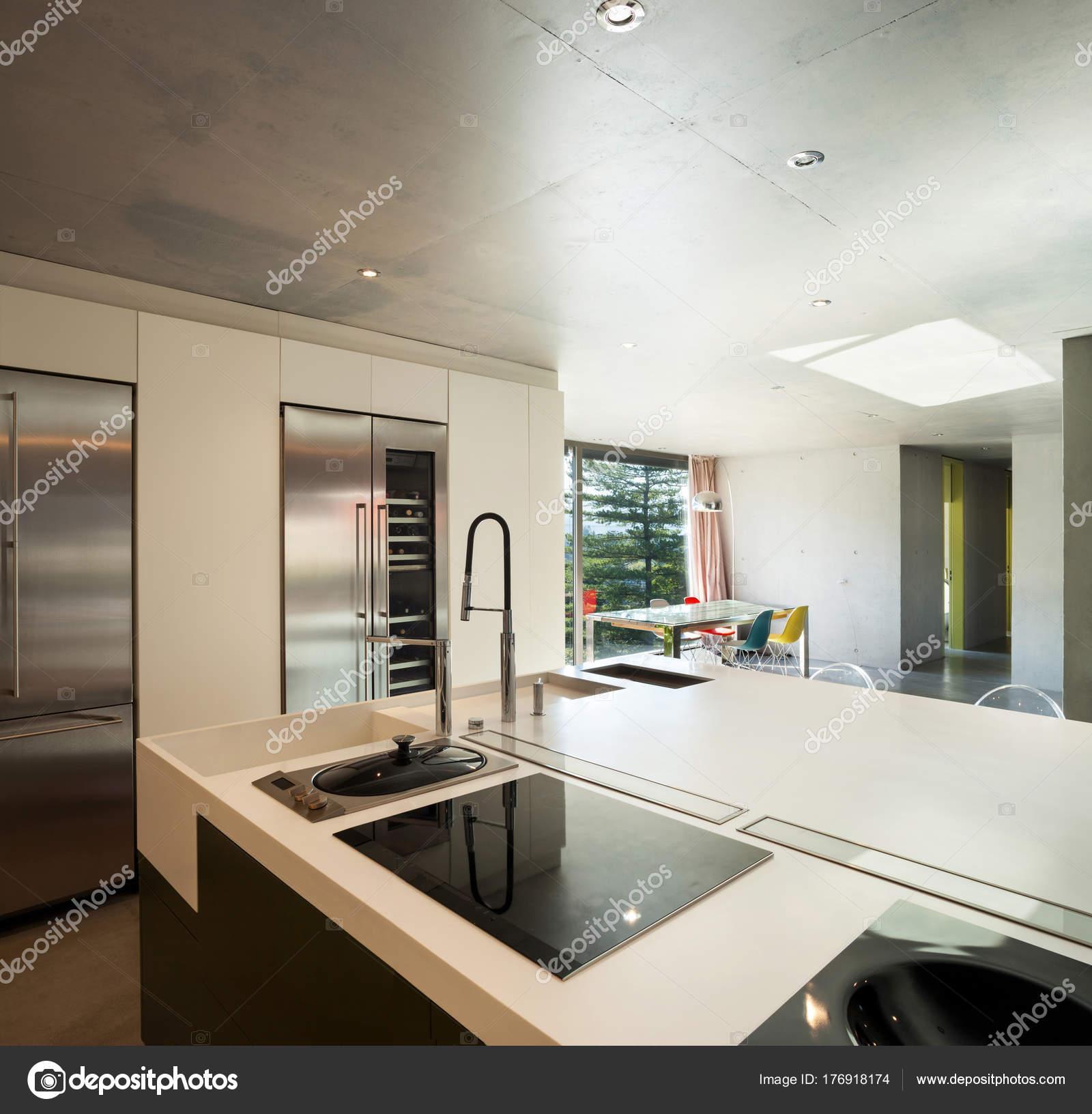 modernes Haus, Küche — Stockfoto © Zveiger #176918174
