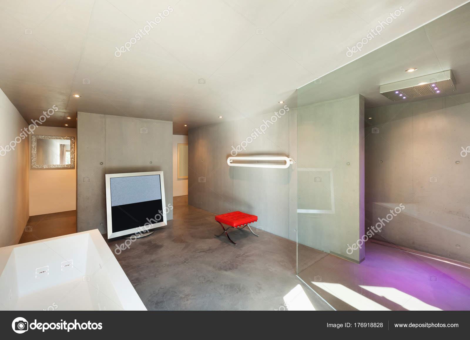 Modernes Haus, Interieur, Badezimmer — Stockfoto © Zveiger #176918828