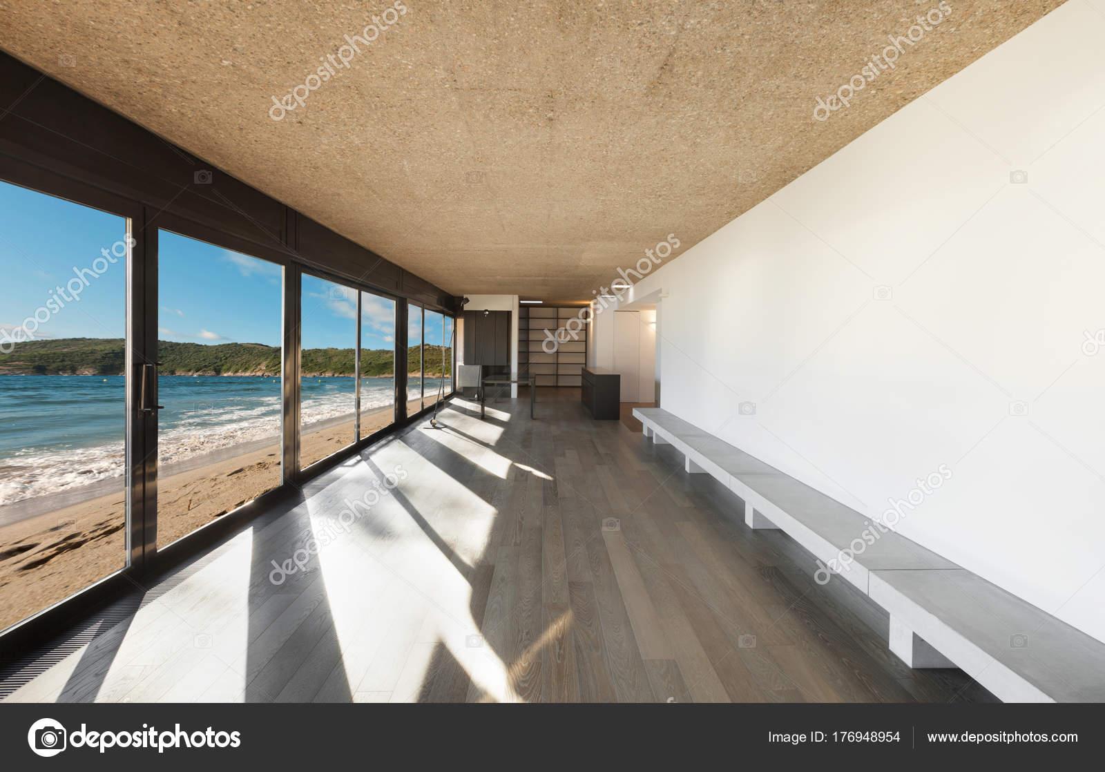 schönes Haus am Meer, innen — Stockfoto © Zveiger #176948954