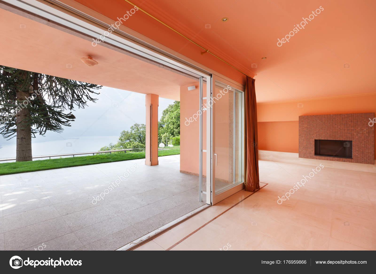 Interieur, Villa, leere Wohnzimmer — Stockfoto © Zveiger #176959866