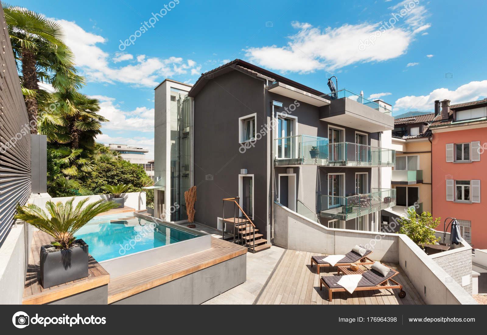 Mooi terras van moderne huis u2014 stockfoto © zveiger #176964398