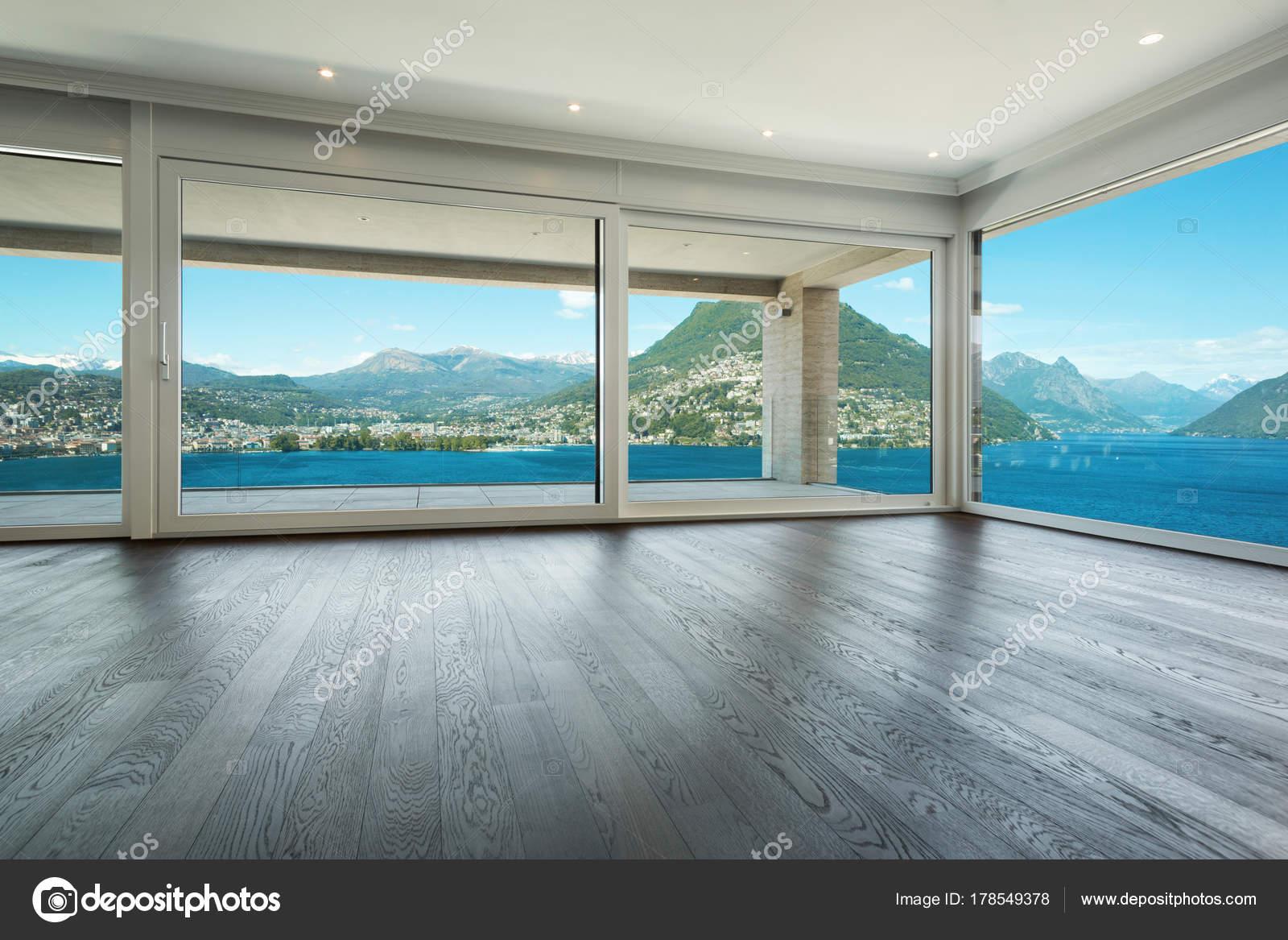 Interieur mooie moderne huis u stockfoto zveiger